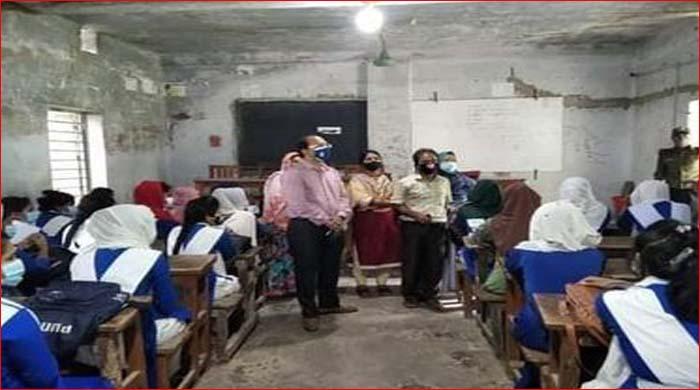 বানারীপাড়ায় শিক্ষার্থীদের পদচারনায় উৎসবের আমেজ বিরাজ করছে শিক্ষা প্রতিষ্টানে